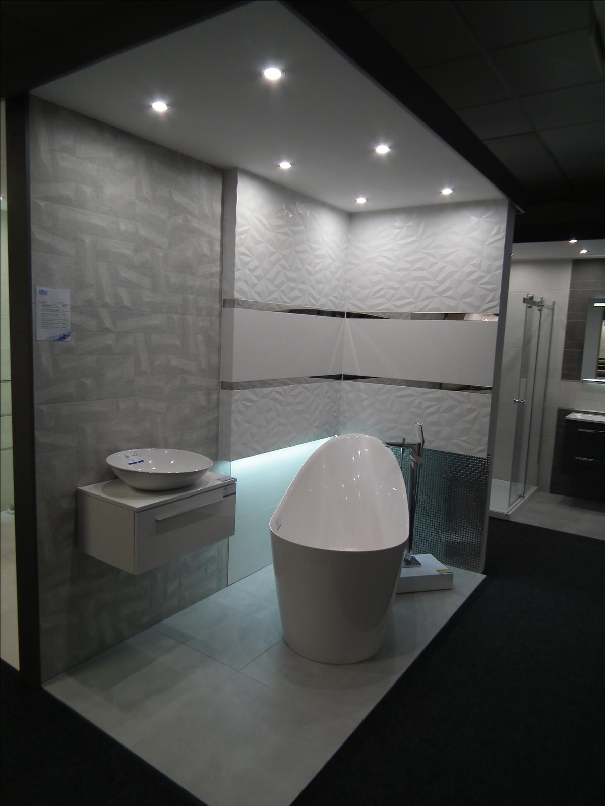 Aranżacja łazienki - Azario Nevesta  - zdjęcie od BLU salon łazienek Poznań