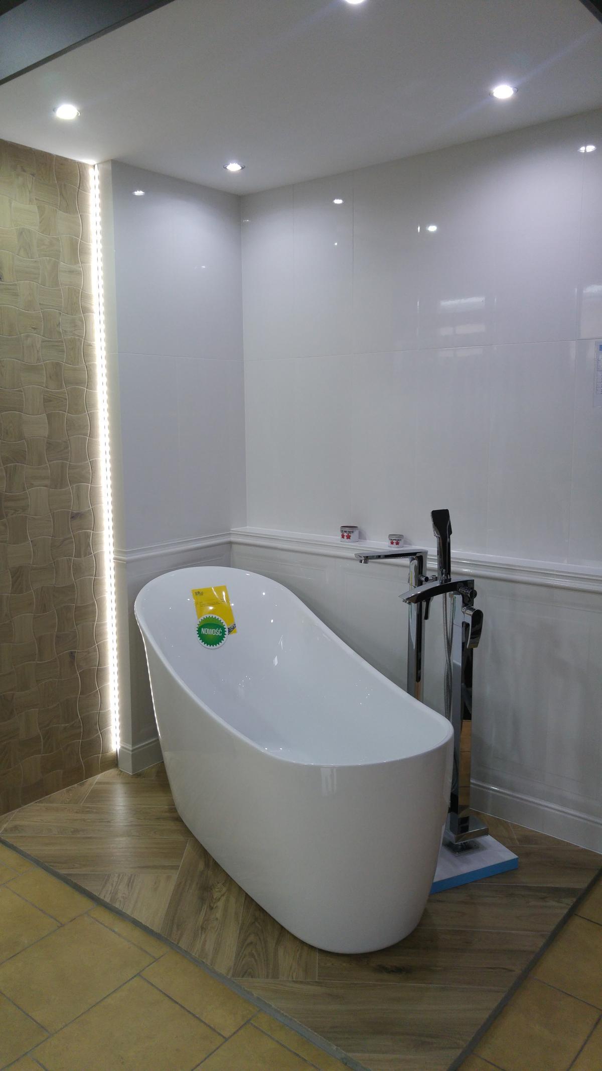 Aranżacja łazienki w płytkachTubądzin Royal Place - zdjęcie od BLU salon łazienek Ciechanów
