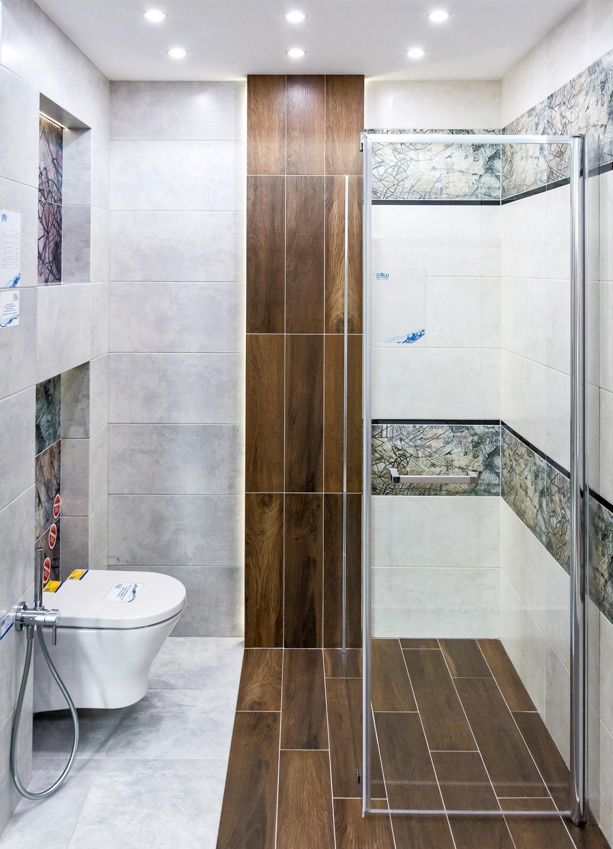 Aranżacja łazienki w szarości i drewnie  - zdjęcie od BLU salon łazienek Rumia
