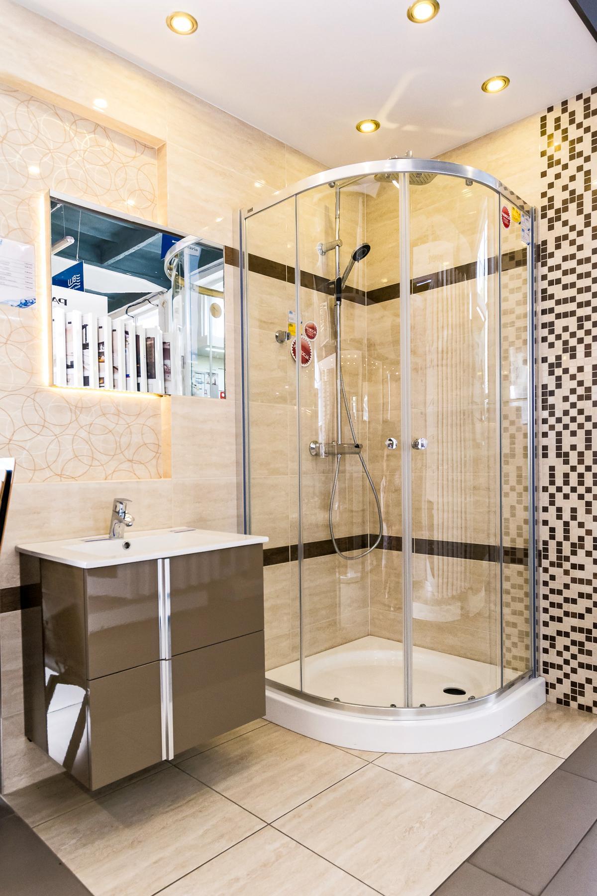 Aranżacja łazienki z kolekcją Tubądzin Fiorino - zdjęcie od BLU salon łazienek Kwidzyn
