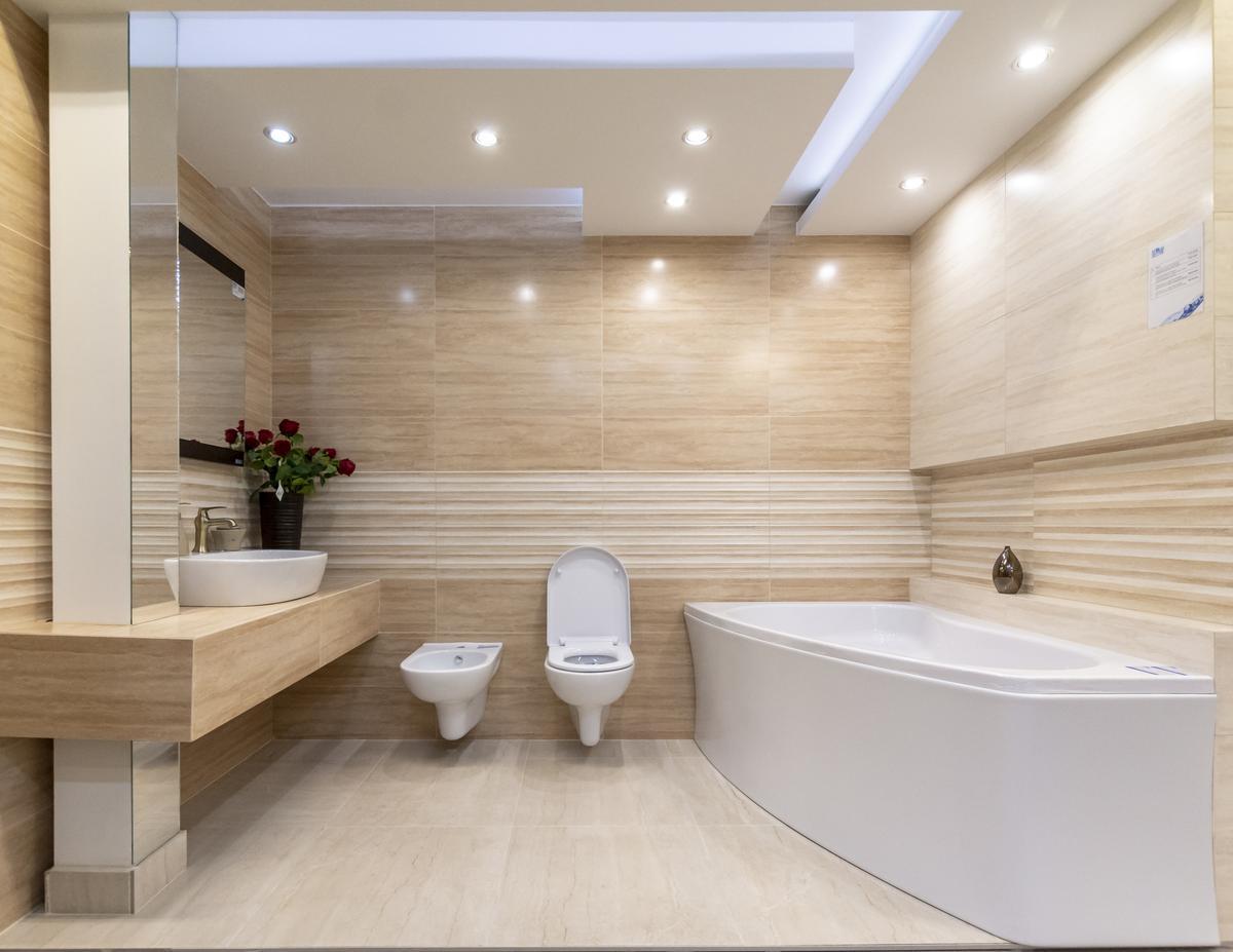 Beżowa łazienka Opoczno Classic Travertine - zdjęcie od BLU salon łazienek Biała Podlaska