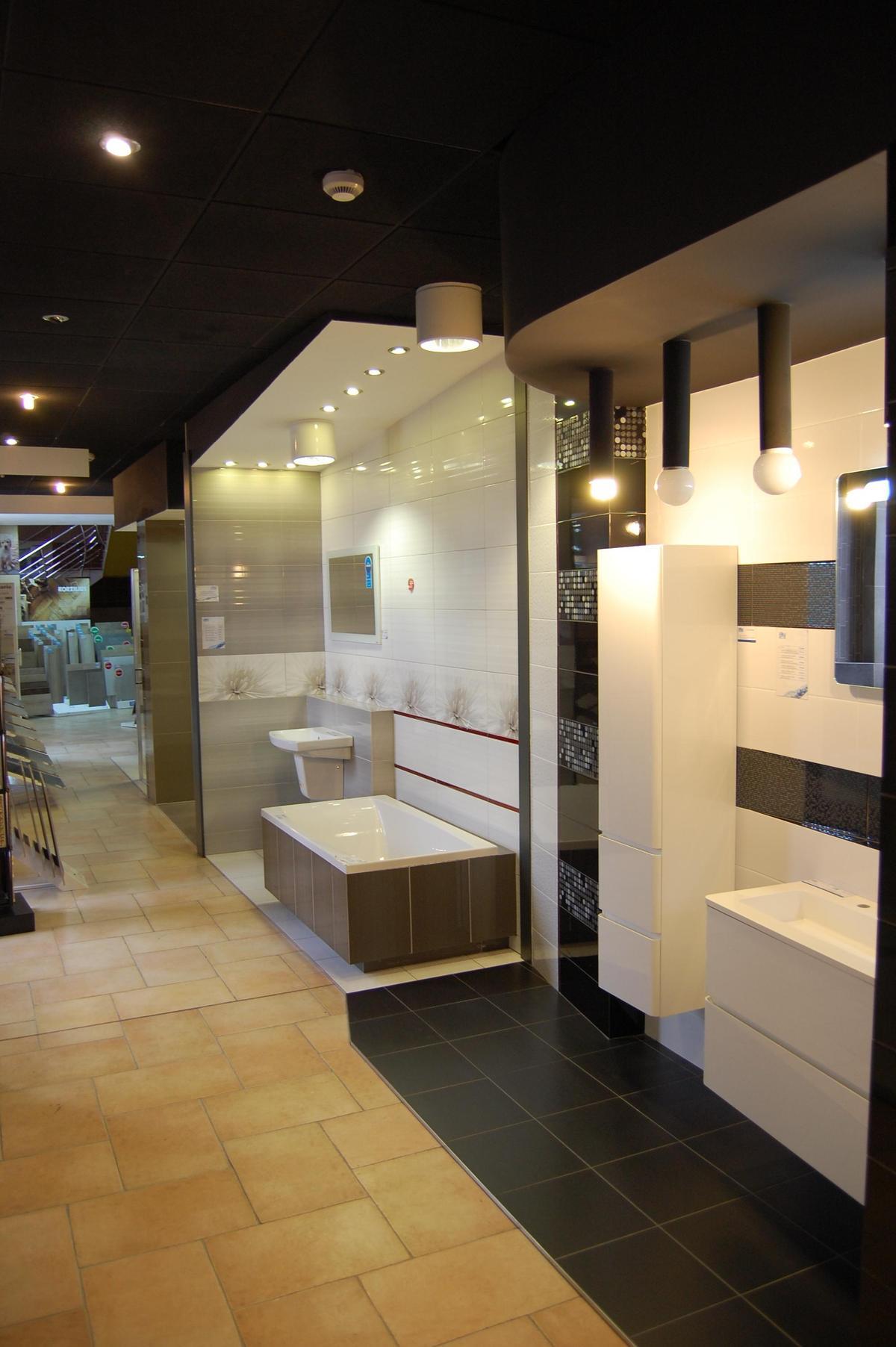 Boksy ekspozycyjne łazienek - BLU salon łazienek Nowy Sącz - zdjęcie od BLU salon łazienek Nowy Sącz