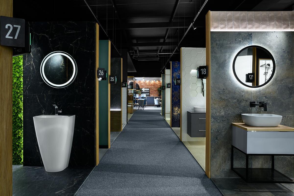 Boksy ekspozycyjne w BLU Elbląg - zdjęcie od BLU salon łazienek Elbląg