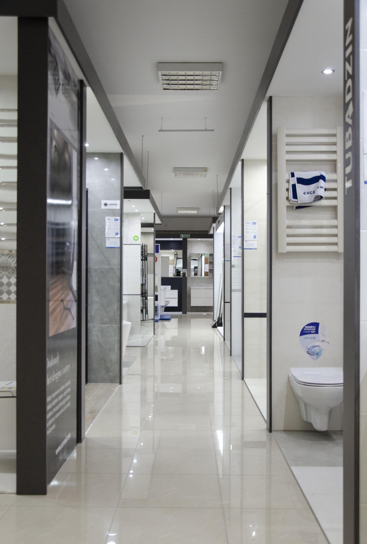 Boksy ekspozycyjne w BLU Grudziądz - zdjęcie od BLU salon łazienek Grudziądz