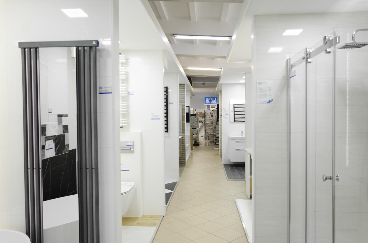 Boksy ekspozycyjne w BLU Pułtusk - zdjęcie od BLU salon łazienek Pułtusk