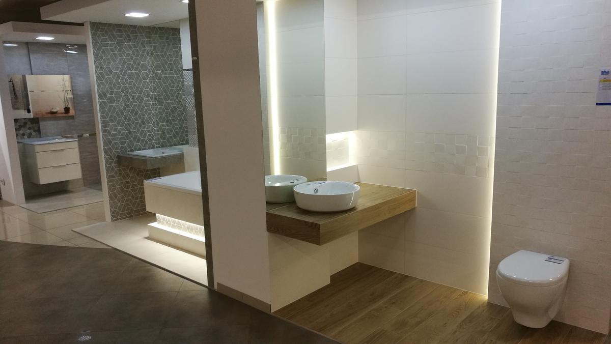 Boksy ekspozycyjne w salonie BLU Siedlce - zdjęcie od BLU salon łazienek Siedlce