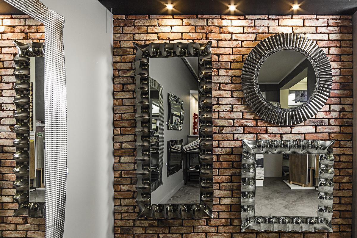 Ceglana ściana w łazience - zdjęcie od BLU salon łazienek Elbląg