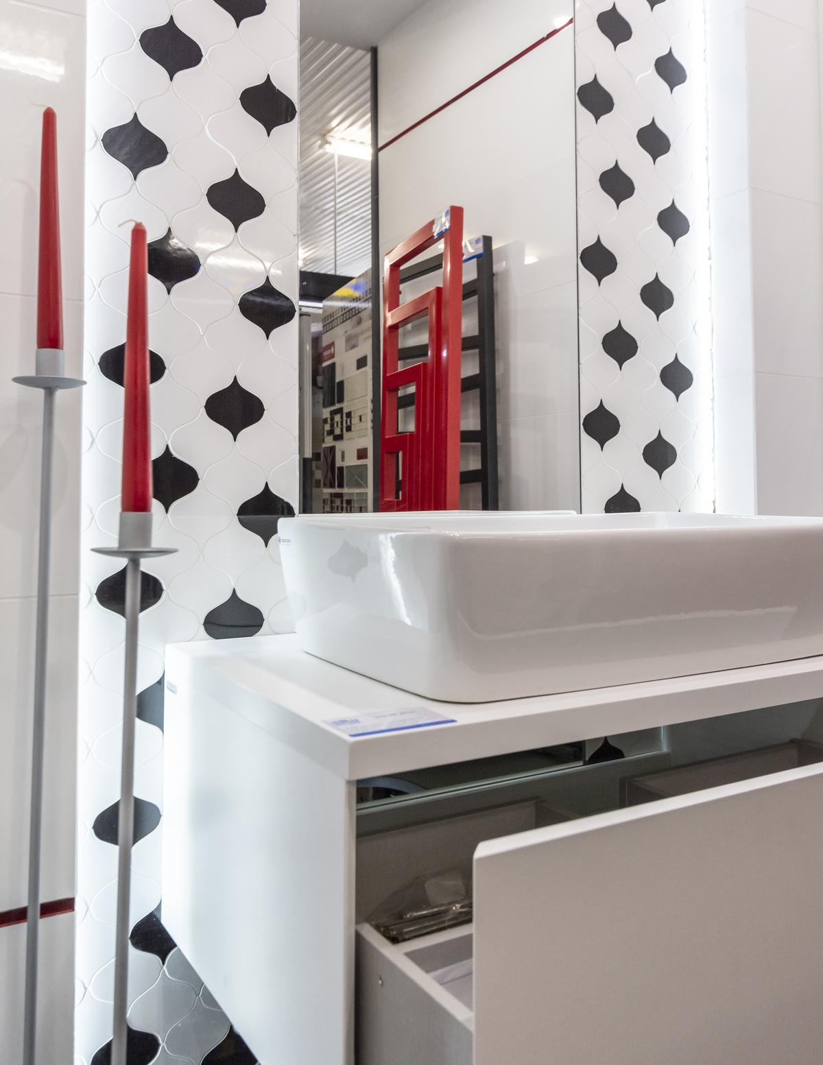 Czarno-biała mozaika Opoczno Magnifique - zdjęcie od BLU salon łazienek Biała Podlaska