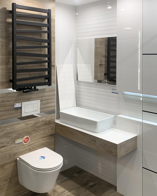 Czarny grzejnik łazienkowy w BLU Olsztyn - zdjęcie od BLU salon łazienek Olsztyn