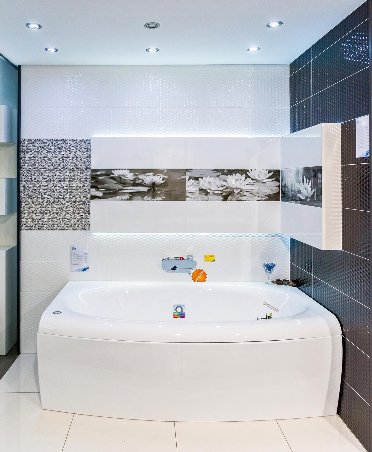 Duża, wygodna wanna w ofercie salonu Blu w Cieszynie - zdjęcie od BLU salon łazienek Cieszyn