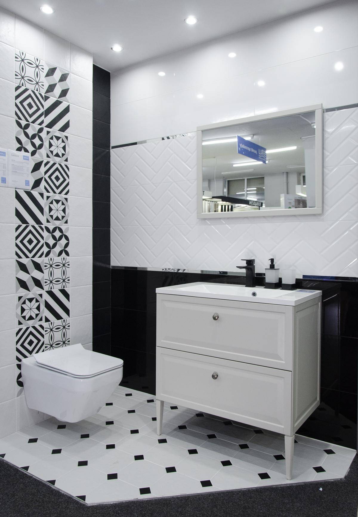 Eklektyczna biało czarna łazienka  - zdjęcie od BLU salon łazienek Skierniewice