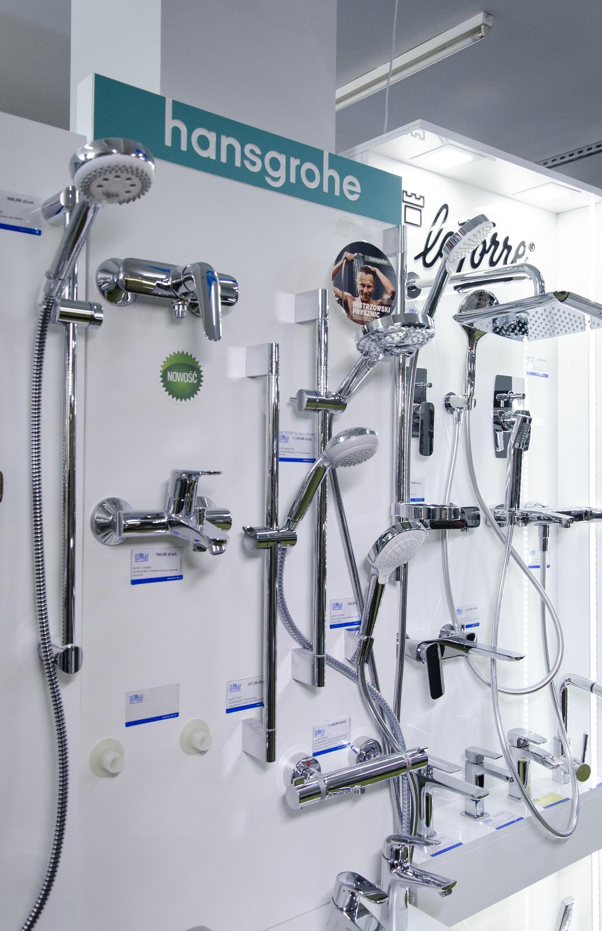 Ekspozycja baterii łazienkowych marki Hansgrohe w BLU Skierniewice - zdjęcie od BLU salon łazienek Skierniewice