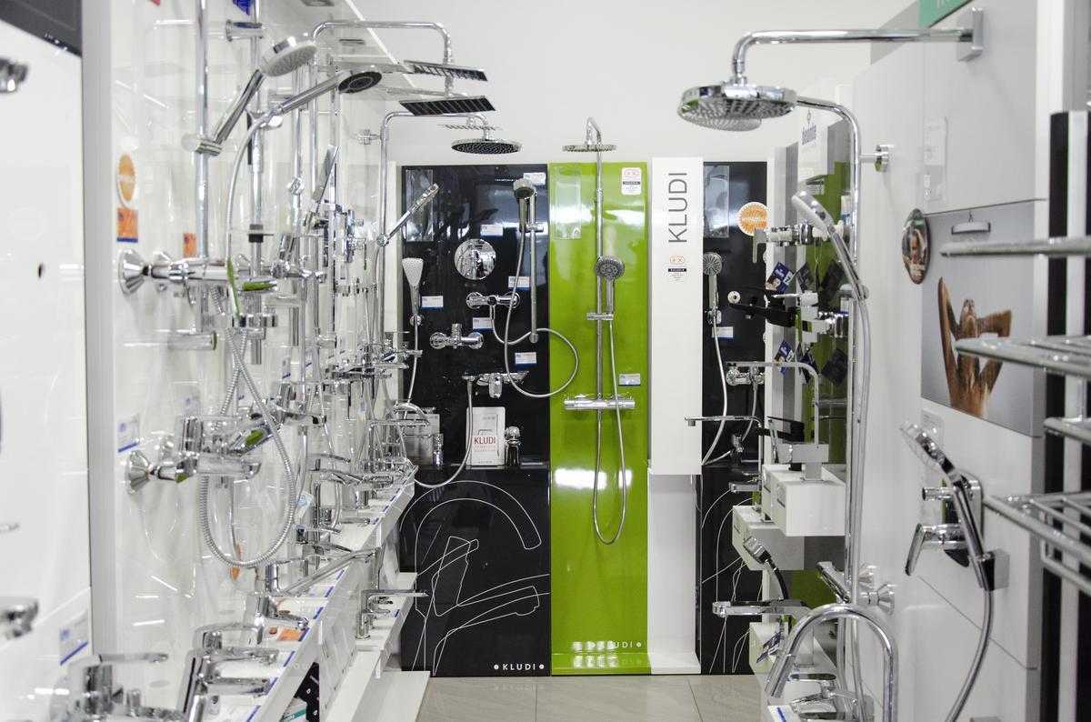 Ekspozycja baterii łazienkowych w BLU Pułtusk - zdjęcie od BLU salon łazienek Pułtusk