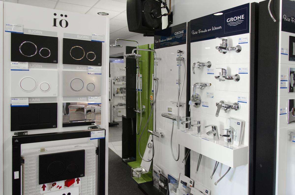 Ekspozycja baterii oraz stelaży podtynkowych W BLU Kołobrzeg - zdjęcie od BLU salon łazienek Kołobrzeg