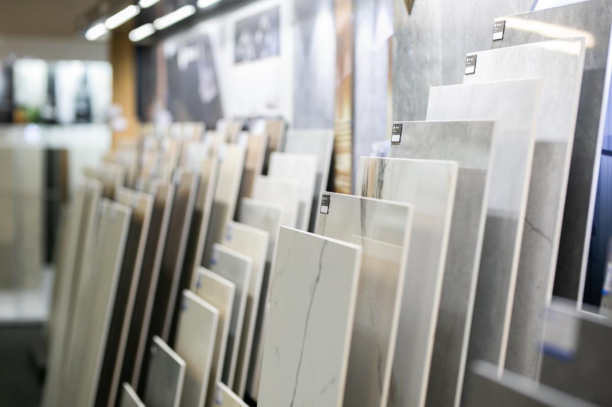 Ekspozycja płytek imitujących kamień w BLU Zamość - zdjęcie od BLU salon łazienek Zamość