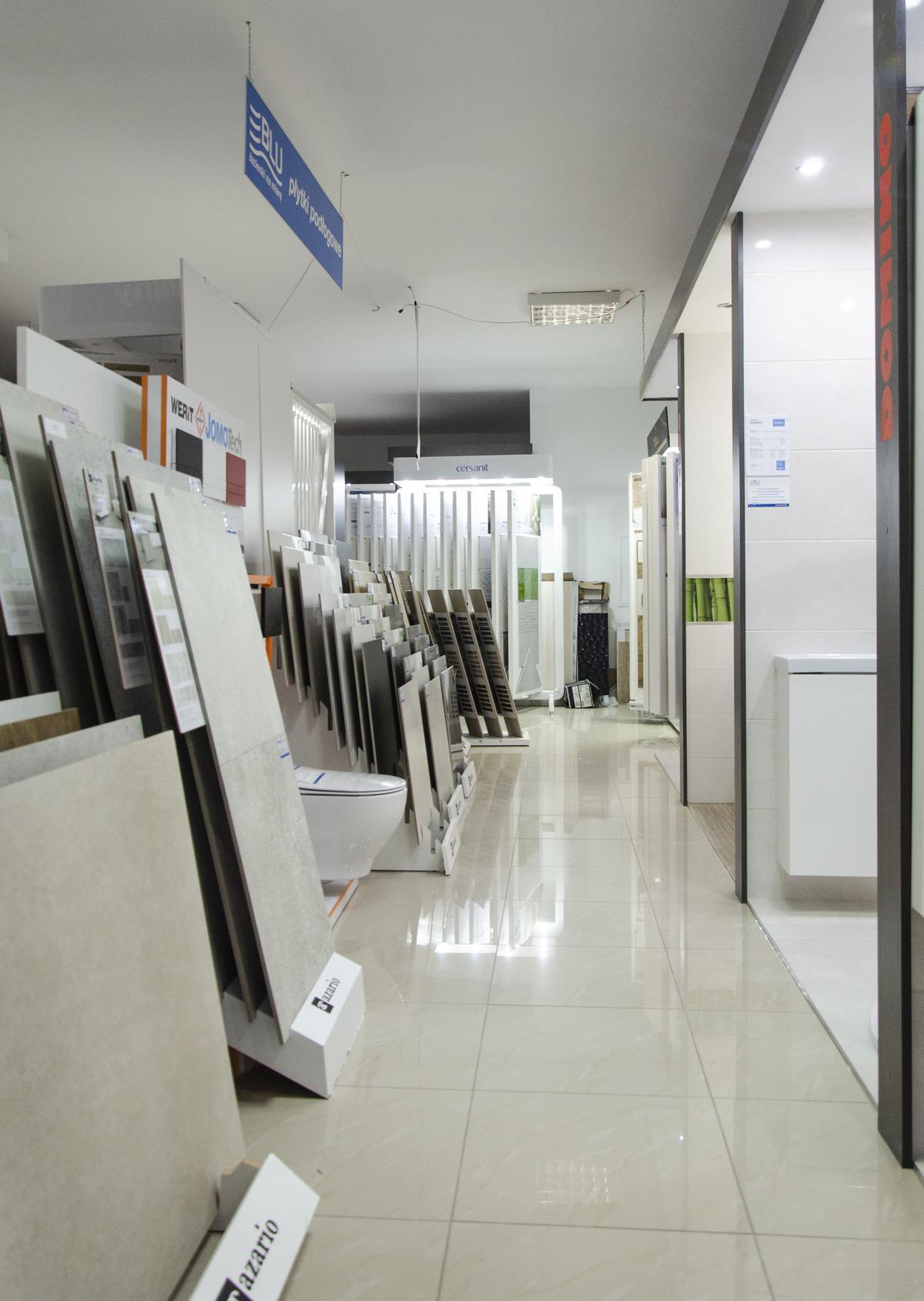 Ekspozycja płytek podłogowych Azario w BLU Grudziądz - zdjęcie od BLU salon łazienek Grudziądz
