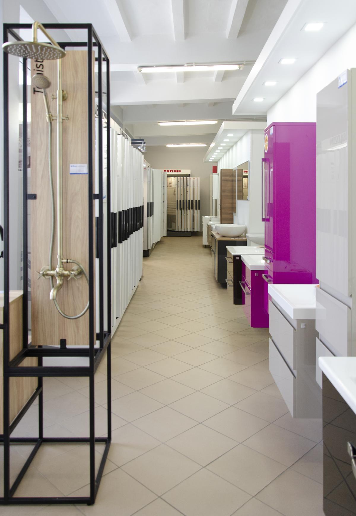 Ekspozycja szafek podumywalkowych w BLU Pułtusk - zdjęcie od BLU salon łazienek Pułtusk