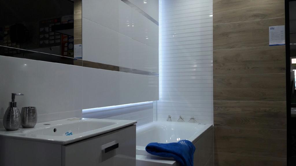 Ekspozycja w BLU Płońsk - Tubądzin Royal Place - zdjęcie od BLU salon łazienek Płońsk