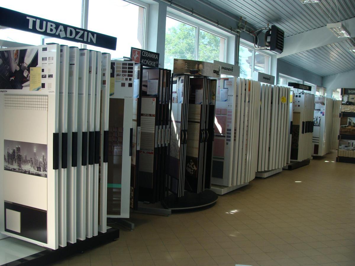 Ekspozycje płytek w salonie BLU w Mławie - zdjęcie od BLU salon łazienek Mława