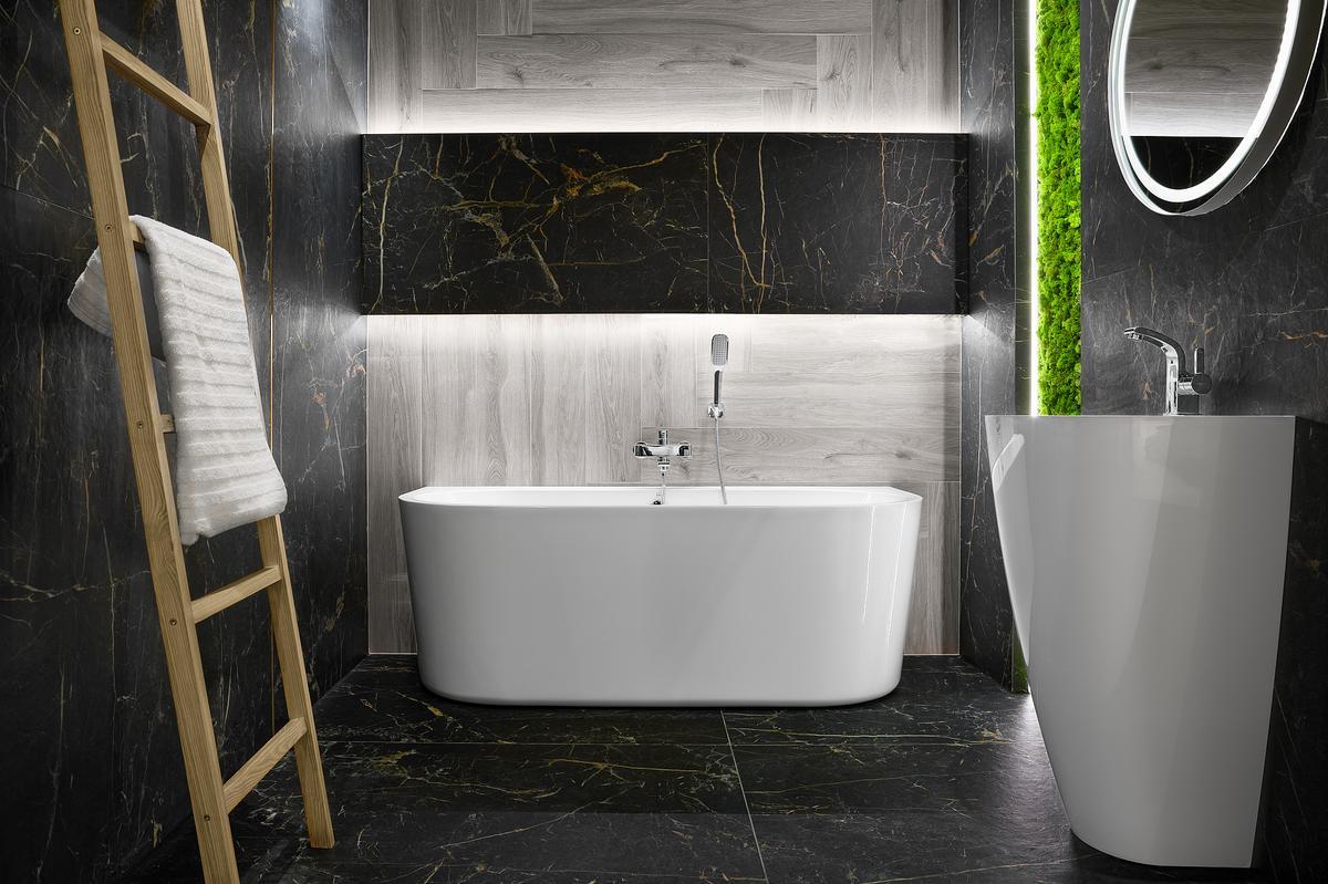 Elegancka łazienka w płytkach ze złotym użyleniem Cerrad Marquina gold - zdjęcie od BLU salon łazienek Elbląg