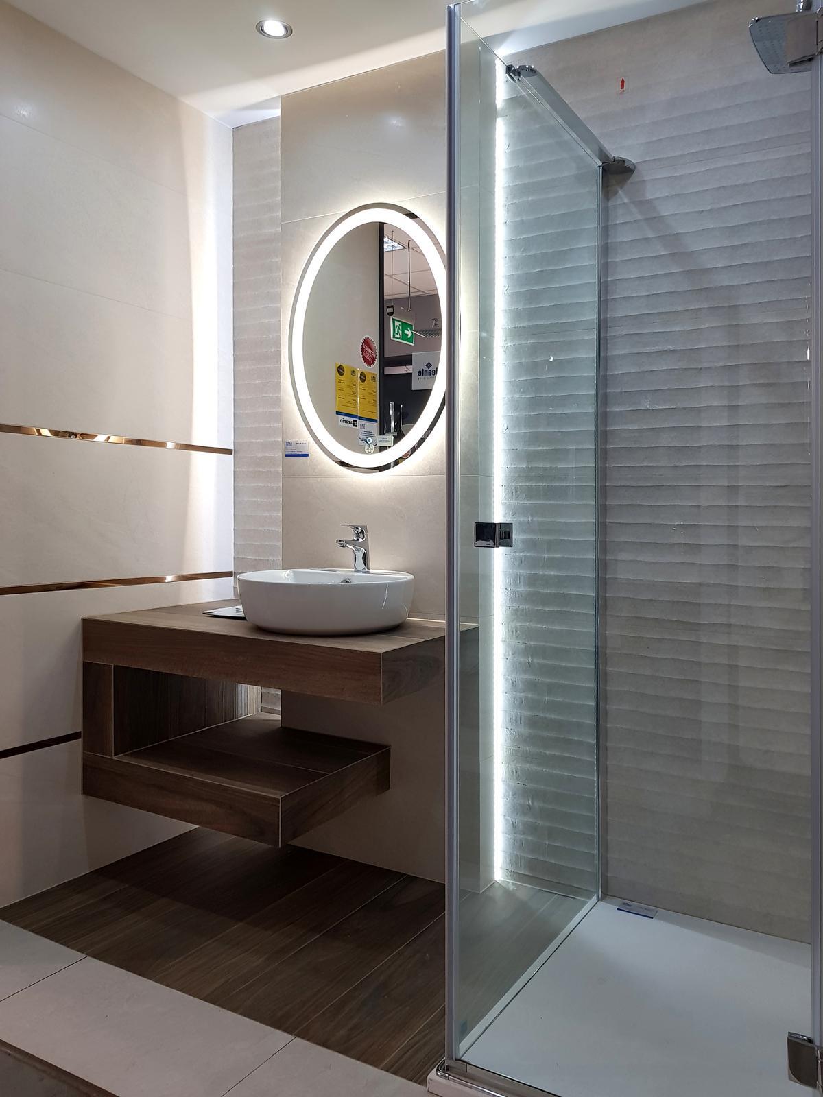 Elegancka mała łazienka - BLU salon łazienek Cieszyn - zdjęcie od BLU salon łazienek Cieszyn