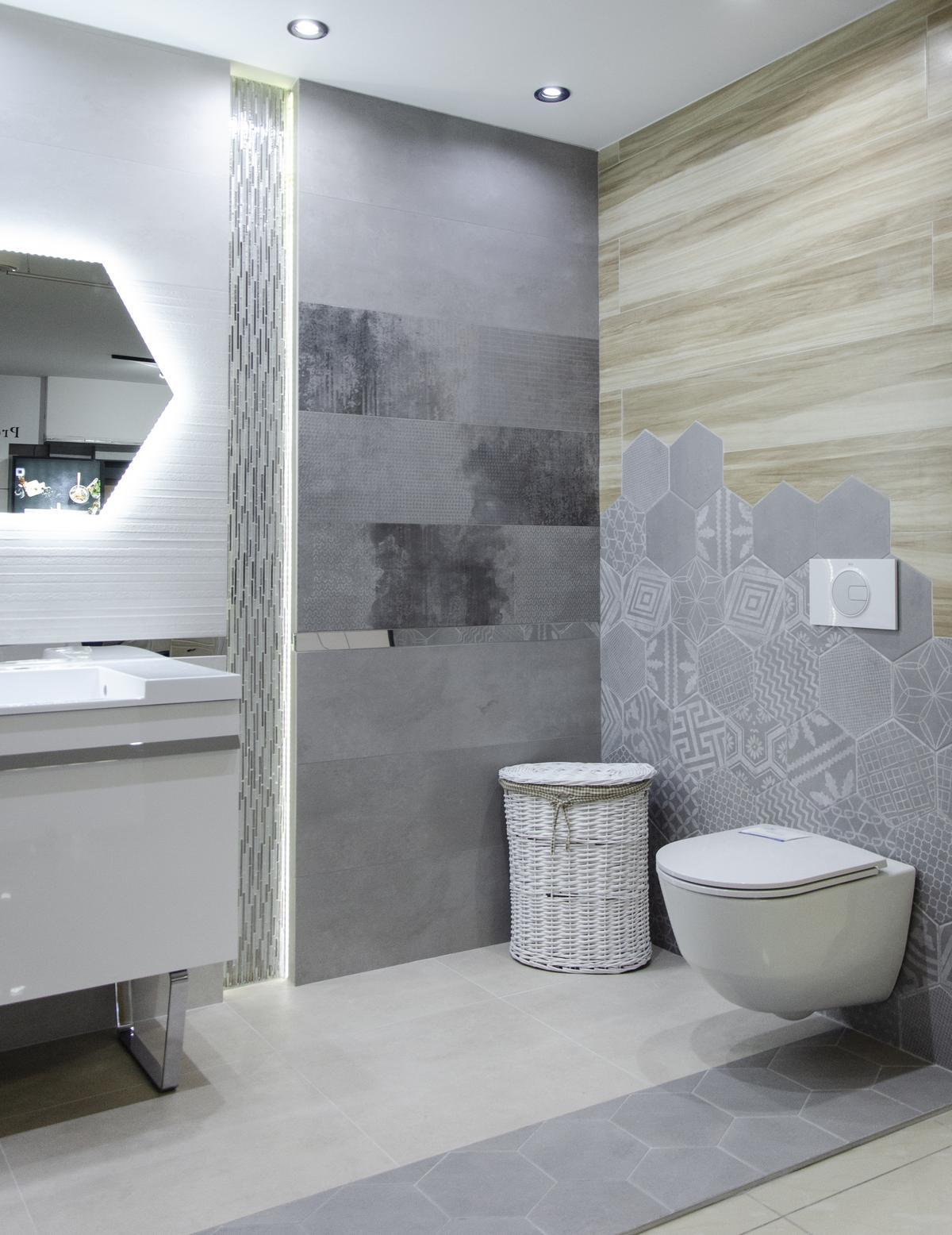 Industrialna łazienka z motywem heksagonalnym - zdjęcie od BLU salon łazienek Grudziądz