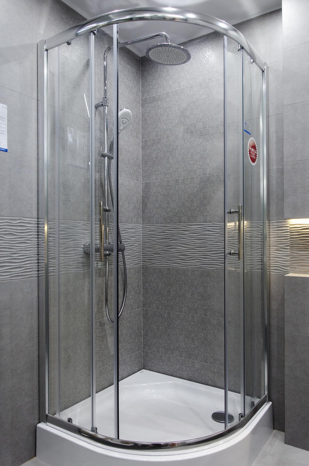 Kabina prysznicowa półokrągła z baterią natryskową z deszczownicą - zdjęcie od BLU salon łazienek Skierniewice