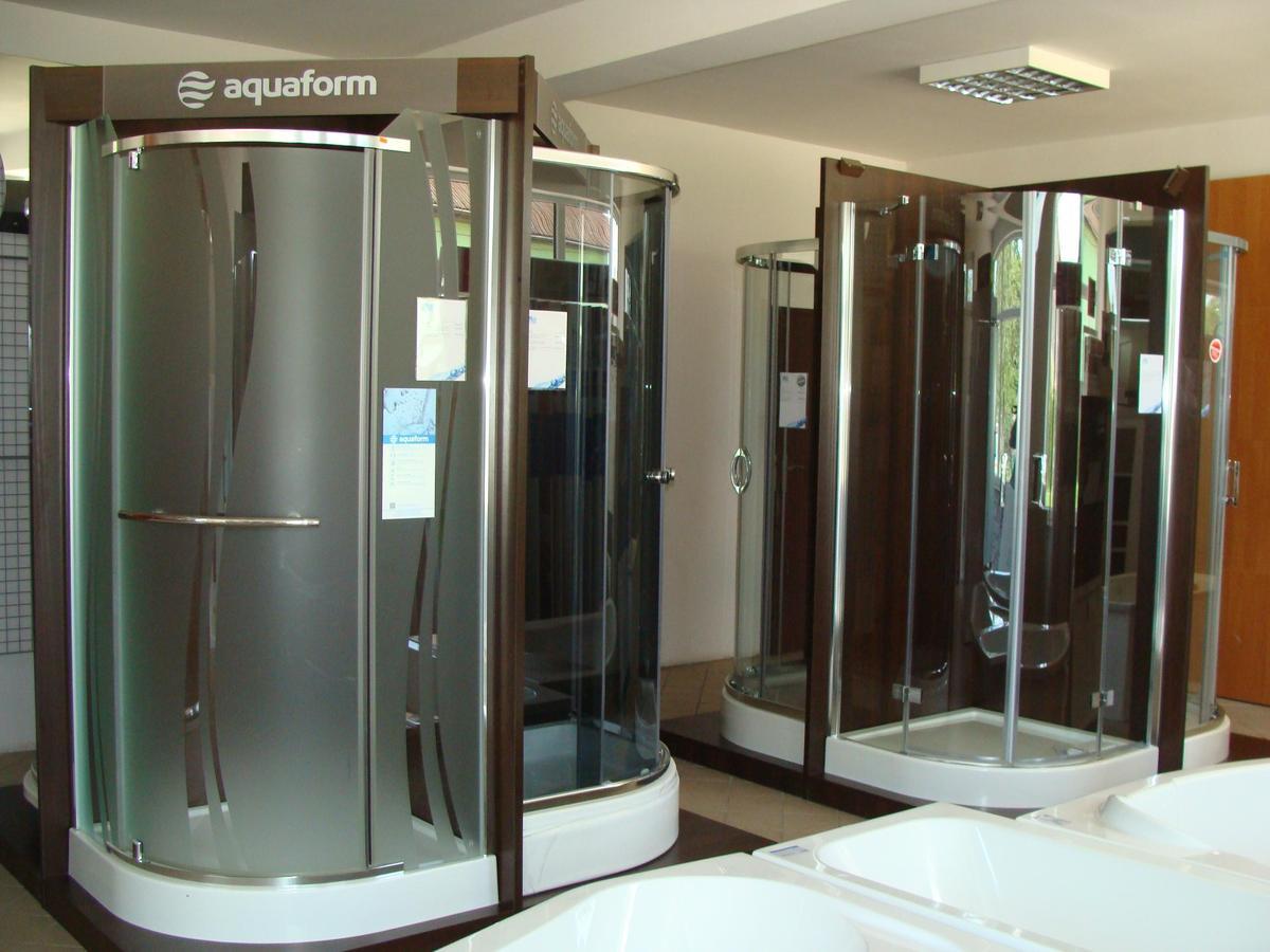 Kabiny prysznicowe - ekspozycje w salonie BLU Mława - zdjęcie od BLU salon łazienek Mława