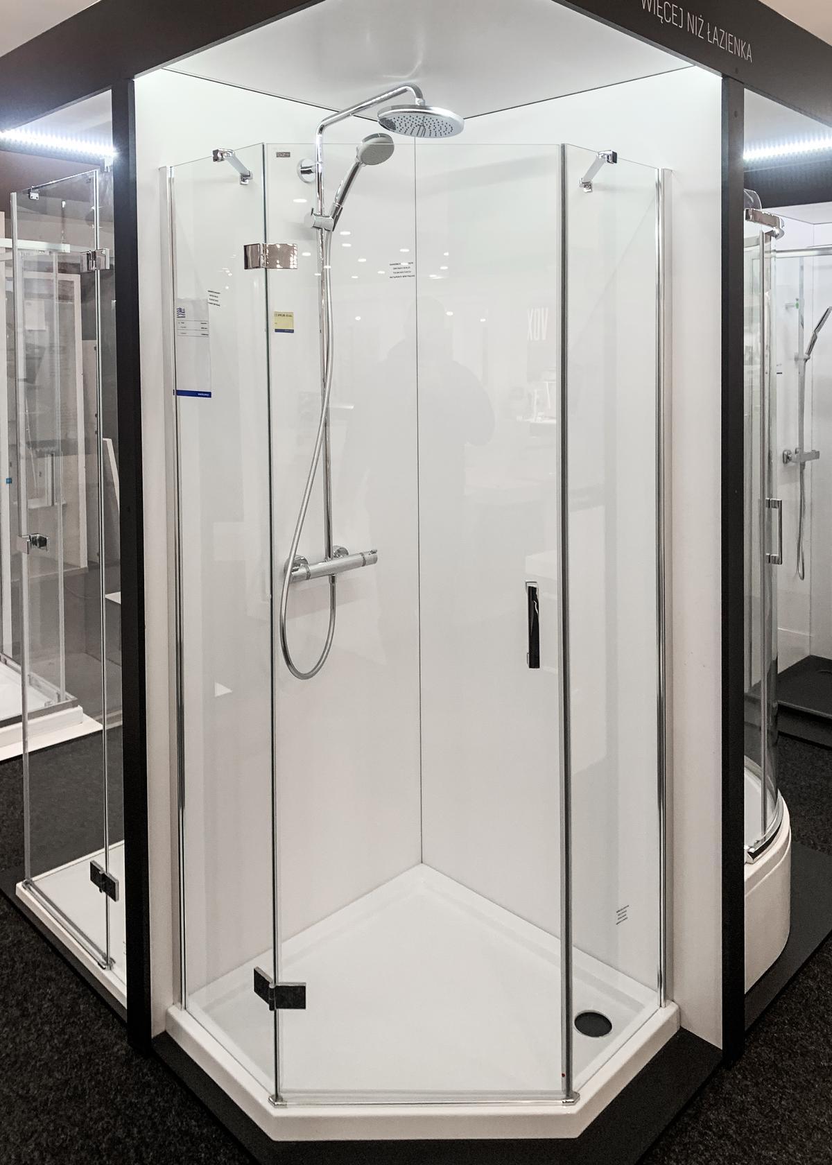 Kabiny prysznicowe z profilem w połysku w BLU Olsztyn - zdjęcie od BLU salon łazienek Olsztyn