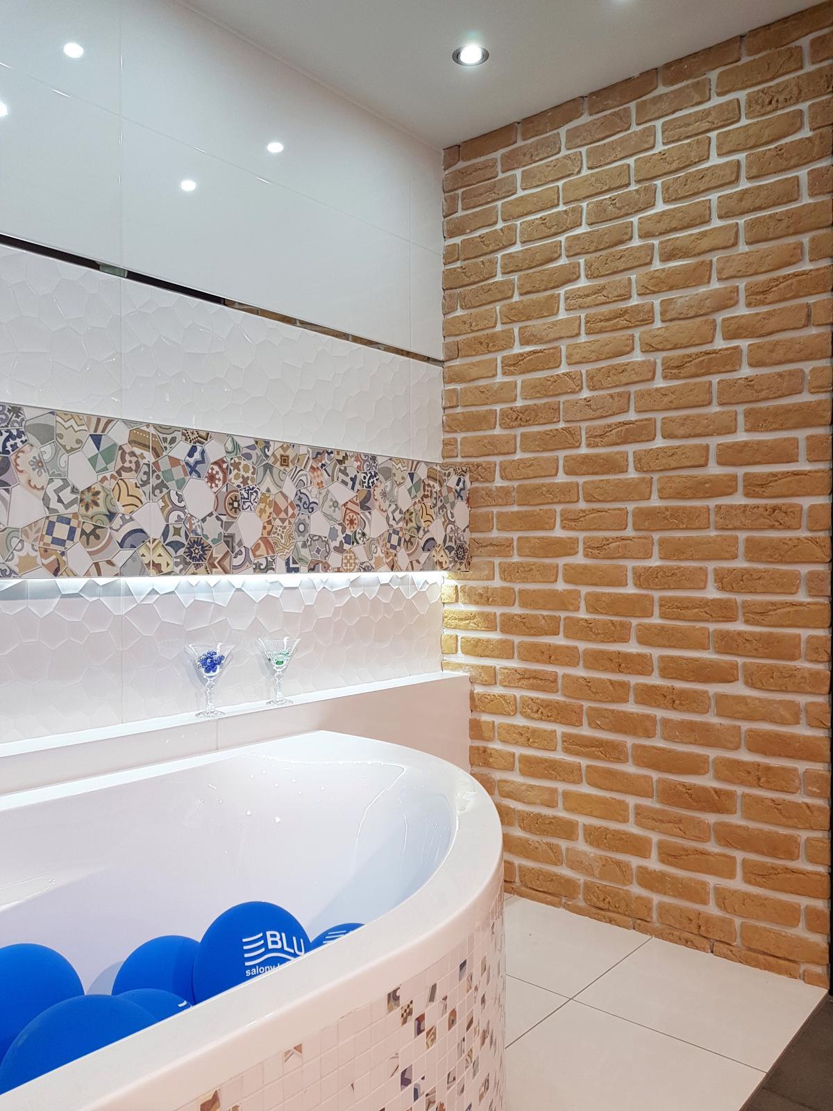 Kolorowy patchwork w białej oprawie - Azario Kalejdoskop Color - zdjęcie od BLU salon łazienek Cieszyn