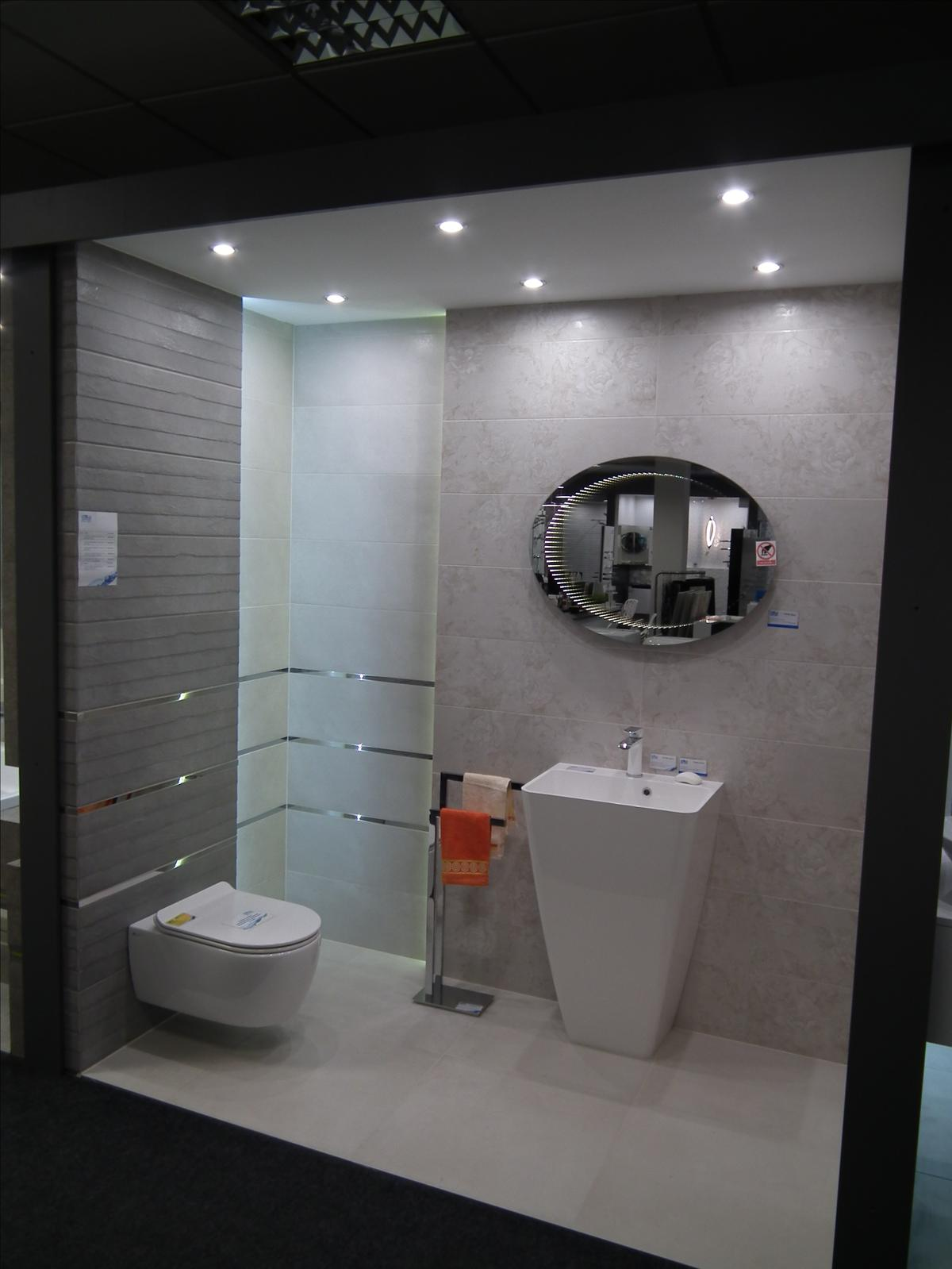 Łazienka z lustrem 3D - zdjęcie od BLU salon łazienek Poznań