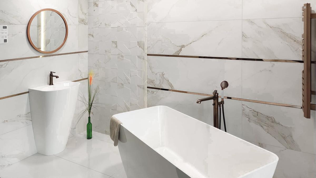 Marmurowa łazienka w BLU Września - zdjęcie od BLU salon łazienek Września