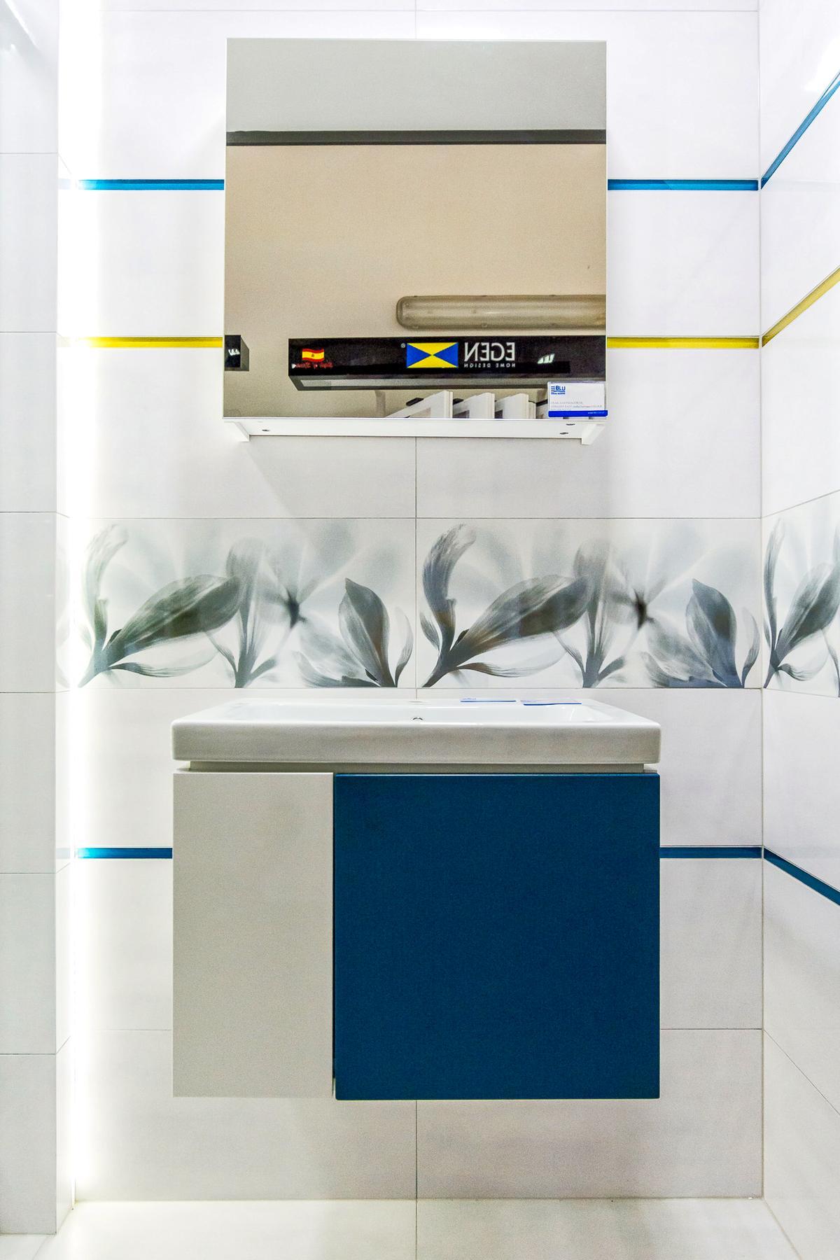 Meble wiszące w nowoczesnej łazience - zdjęcie od BLU salon łazienek Giżycko
