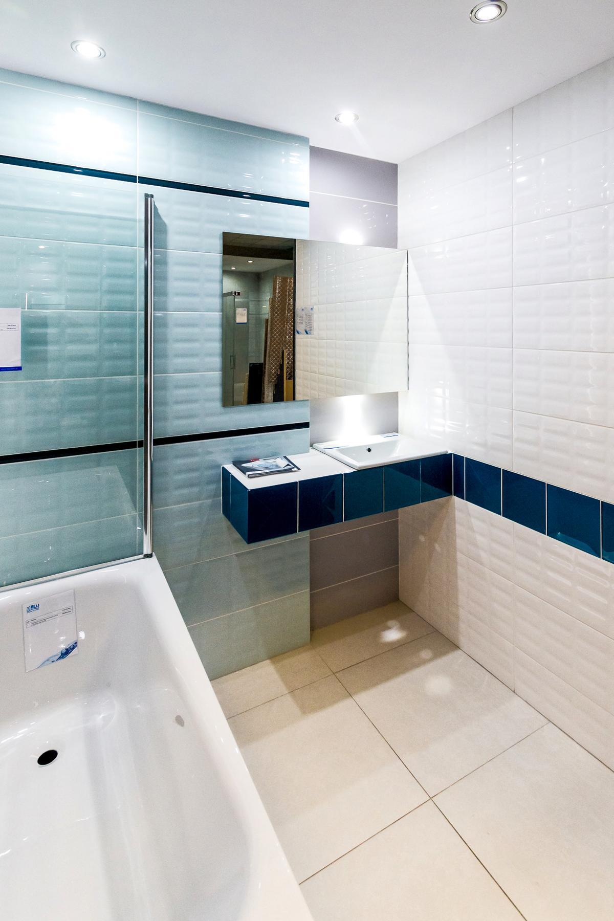 Miętowa łazienka z paryskim akcentem - Opoczno Parisen - zdjęcie od BLU salon łazienek Łódź