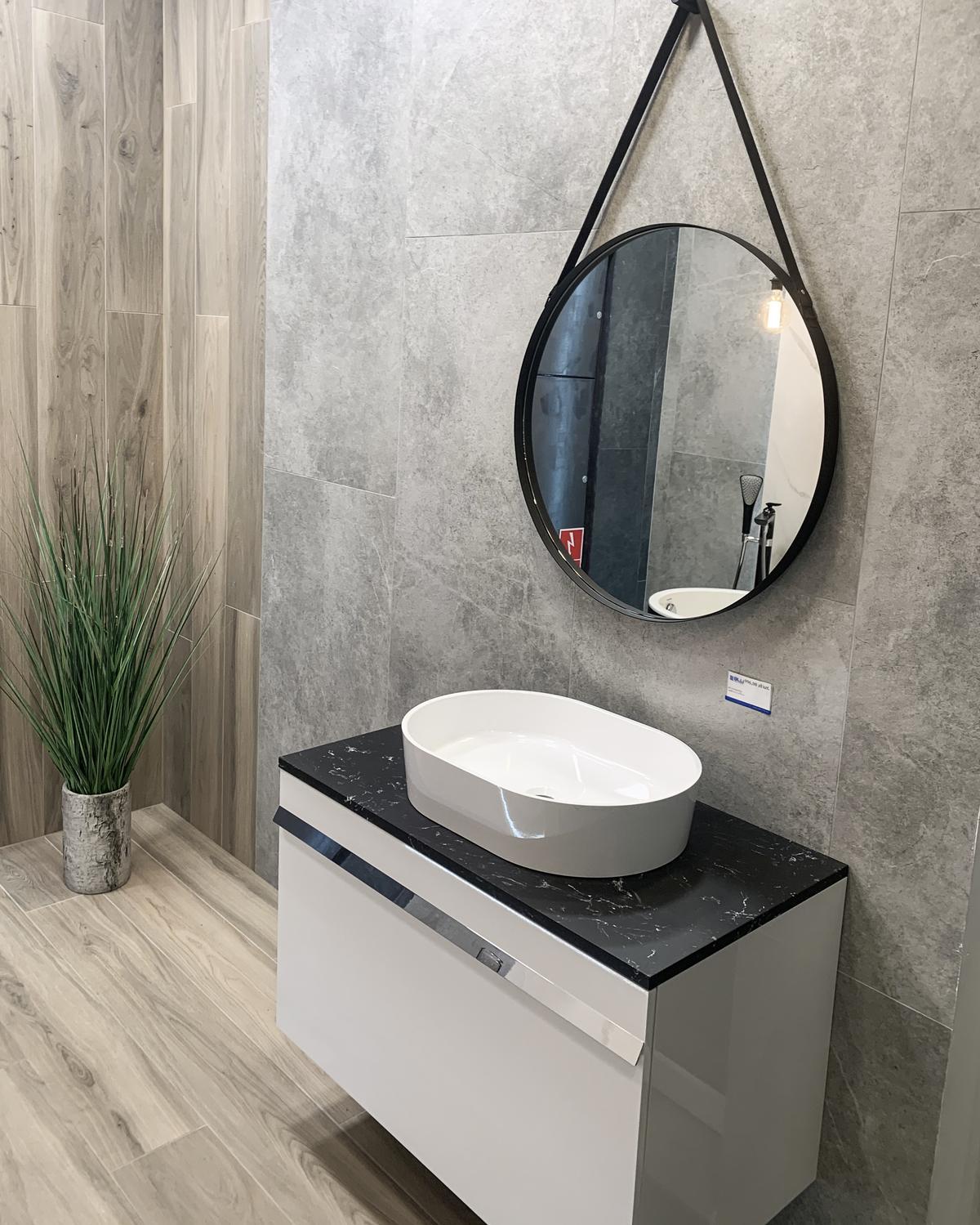 Modne lustro łazienkowe w BLU Olsztyn - zdjęcie od BLU salon łazienek Olsztyn