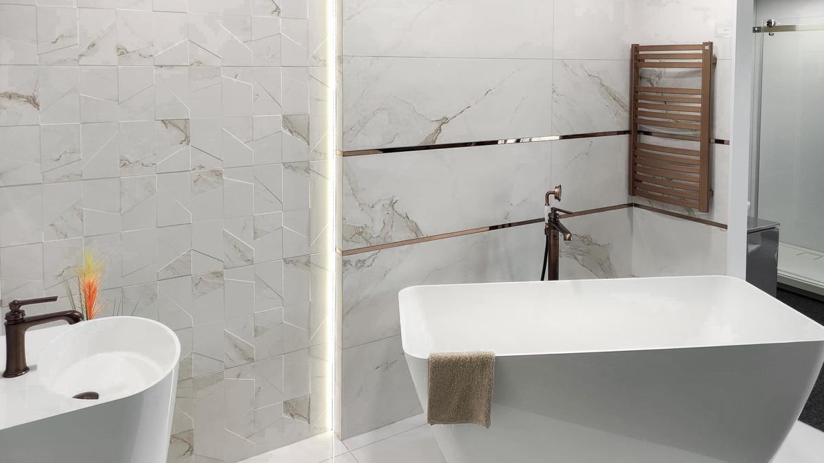 Nowoczesna geometria w marmurze BLU Września - zdjęcie od BLU salon łazienek Września