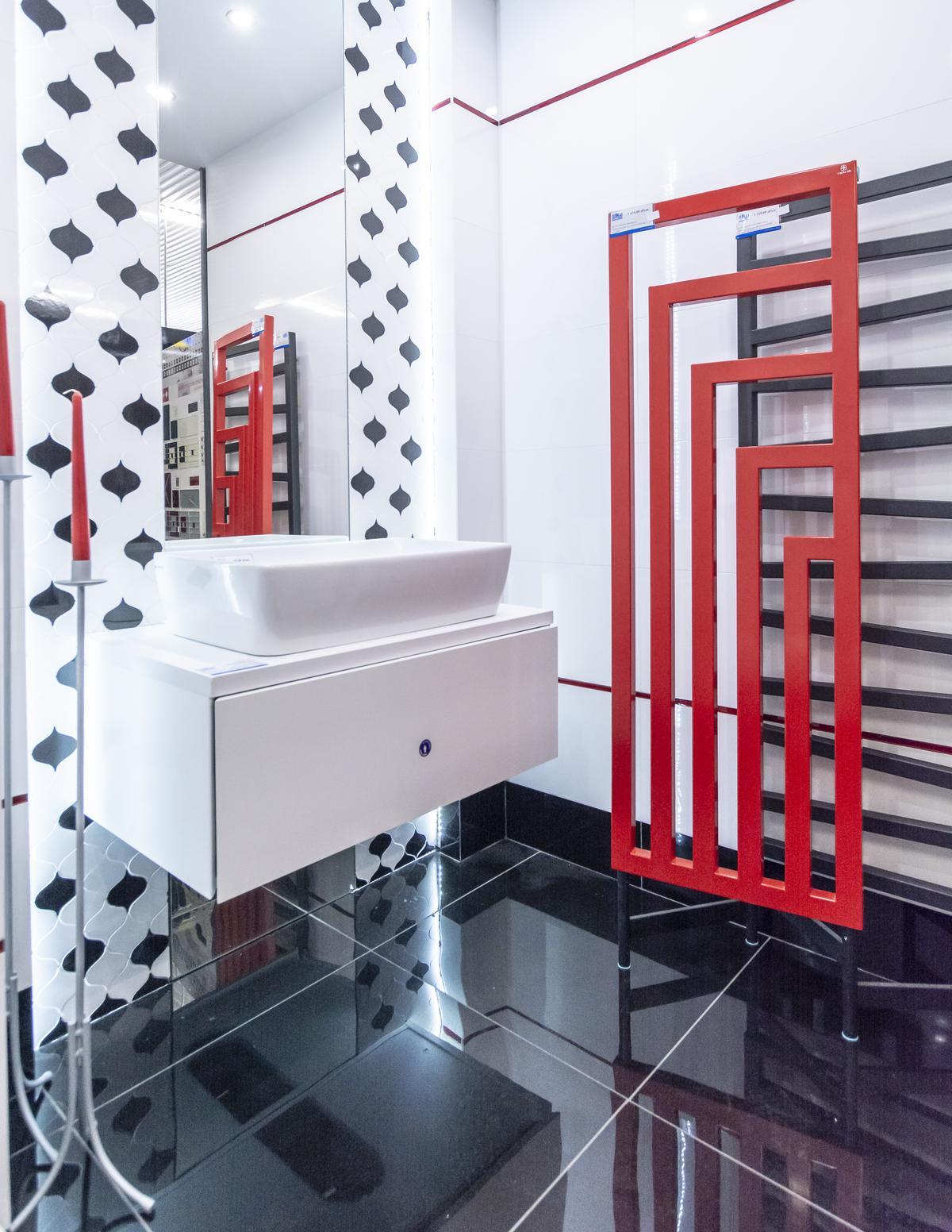 Nowoczesna łazienka z ozdobną mozaiką Opoczno Magnifique - zdjęcie od BLU salon łazienek Biała Podlaska