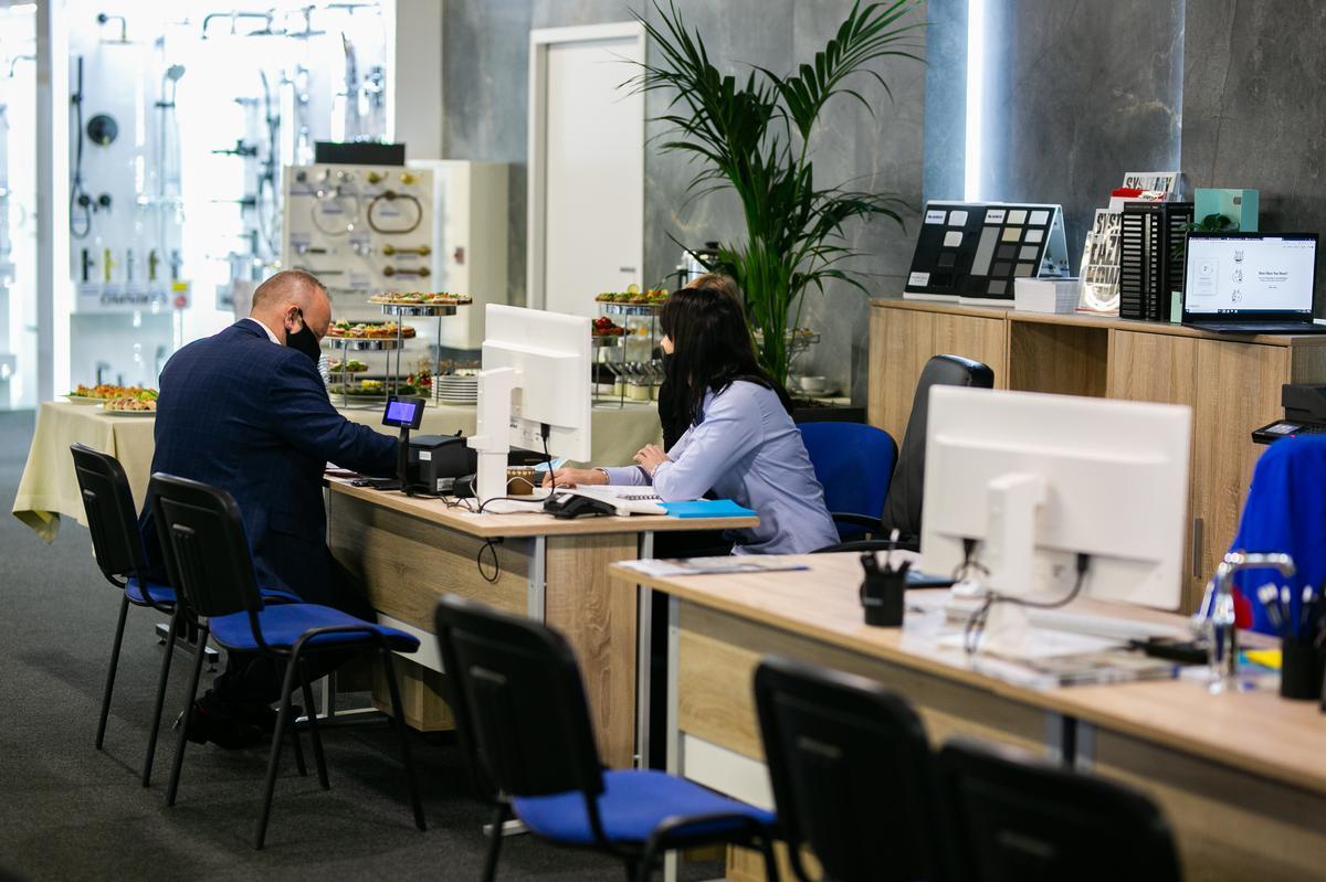 Obsługa Klienta w salonie łazienek BLU Zamość - zdjęcie od BLU salon łazienek Zamość
