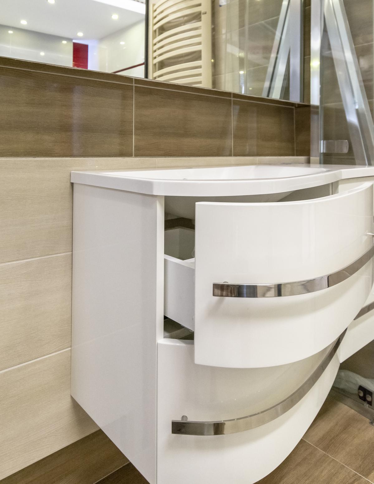 Opływowa szafka podumywalkowa z serii Oristo Opal - zdjęcie od BLU salon łazienek Biała Podlaska