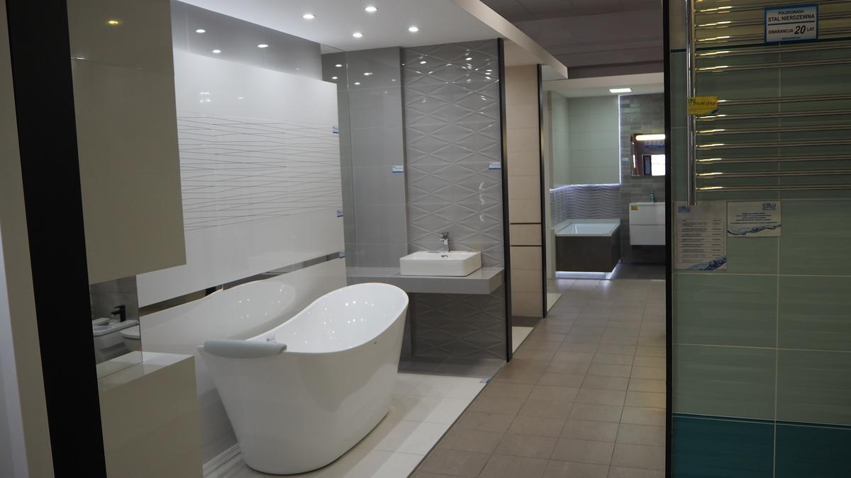 Płytki do łazienki z firmy Tubądzin z wyposażeniem łazienki  - zdjęcie od BLU salon łazienek Łomża