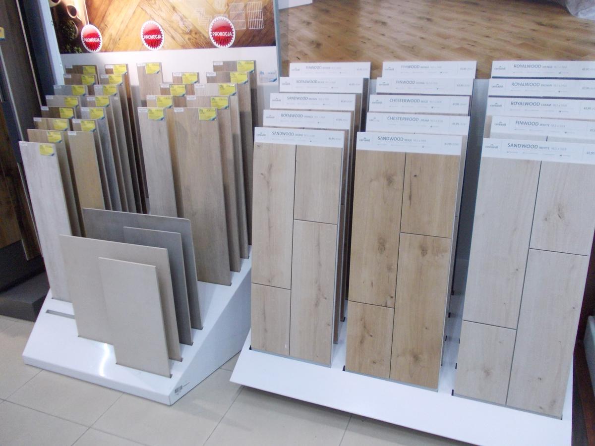 Płytki drewnopodobne, gresowe do łazienki - zdjęcie od BLU salon łazienek Bochnia