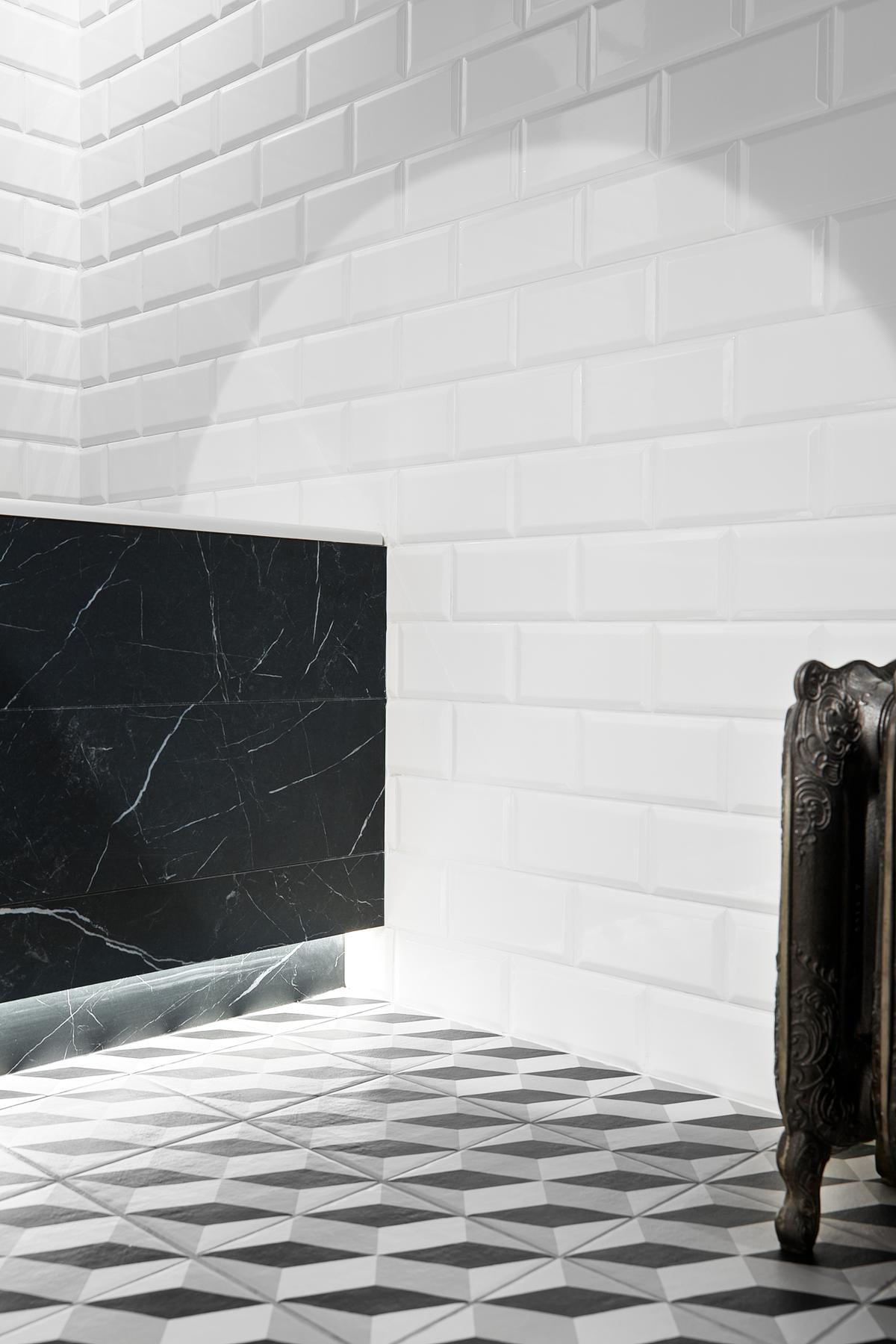 Połączenie czarnego kamienia i białych cegiełek Paradyż Tamoe - zdjęcie od BLU salon łazienek Elbląg