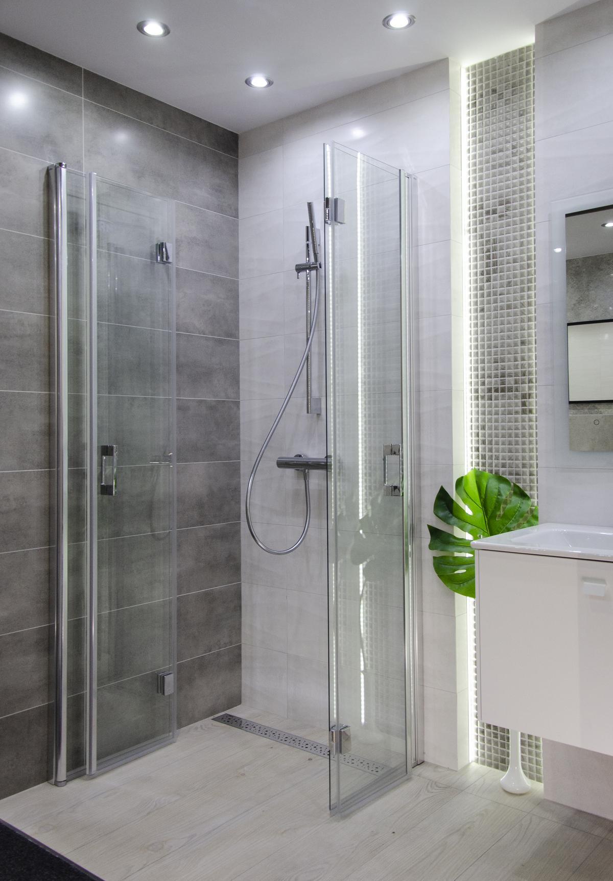 Pomysł na łazienkę w różnych odcieniach szarości - zdjęcie od BLU salon łazienek Kołobrzeg