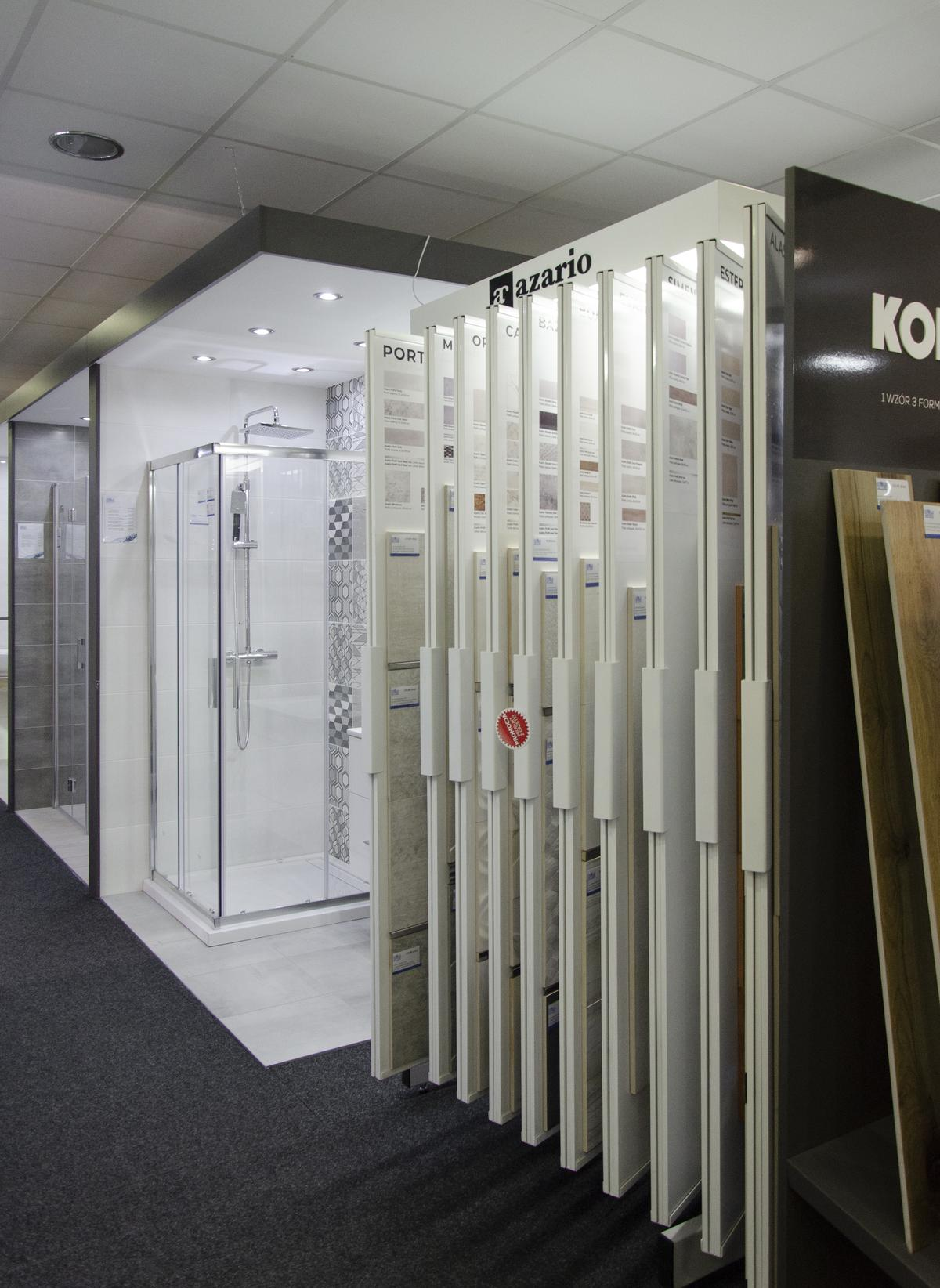 Szafy ekspozycyjne Azario w BLU Kołobrzeg - zdjęcie od BLU salon łazienek Kołobrzeg
