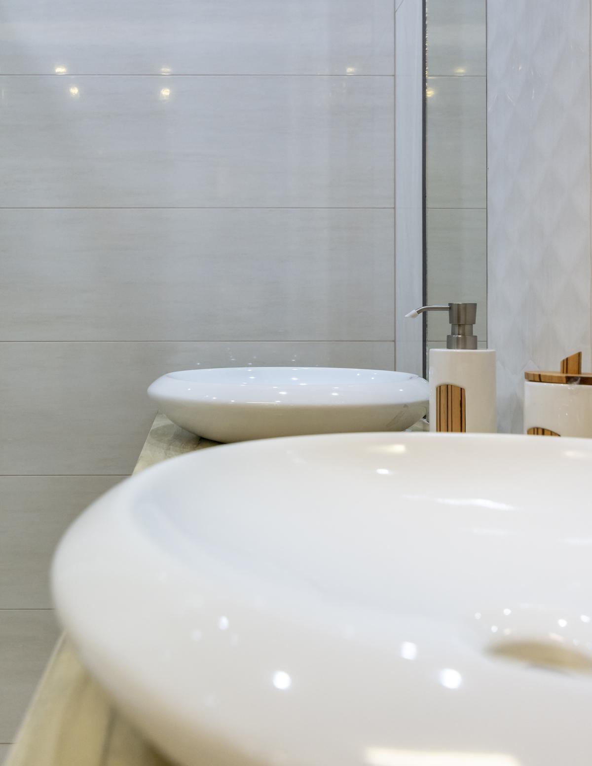 Umywalki nablatowe o zaokrąglonych liniach CersStyle More - zdjęcie od BLU salon łazienek Biała Podlaska