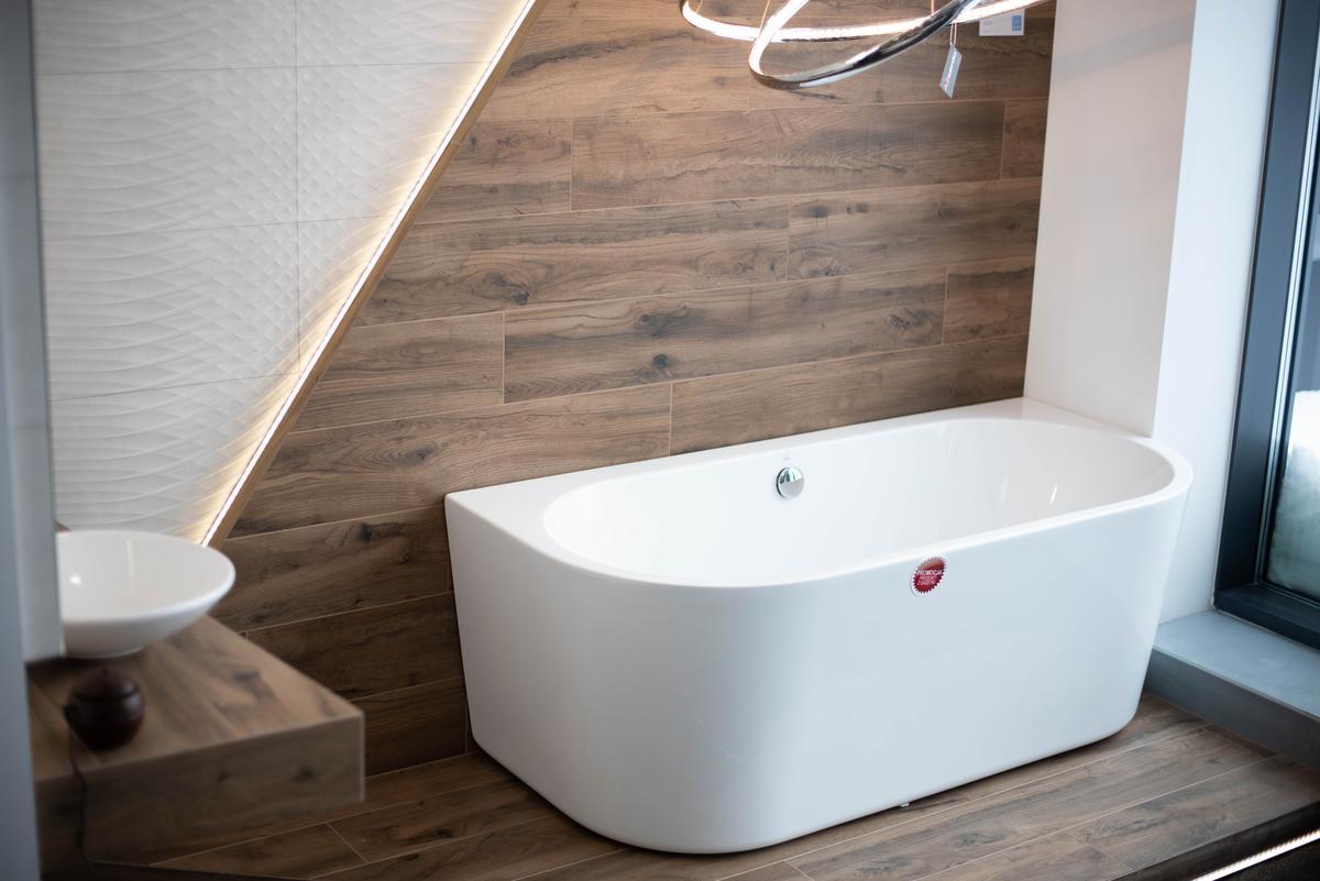 Wanna przyścienna w BLU Suwałki - zdjęcie od BLU salon łazienek Suwałki