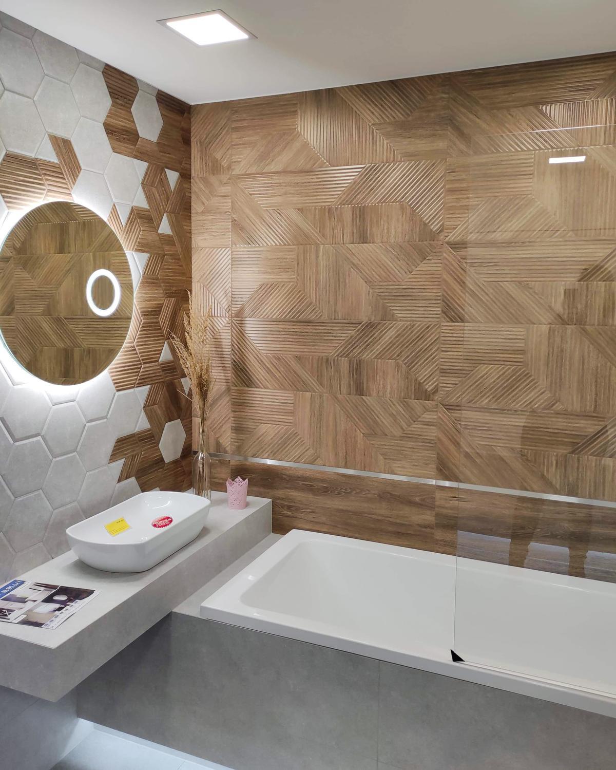 Wanna w szarej zabudowie w BLU Września - zdjęcie od BLU salon łazienek Września
