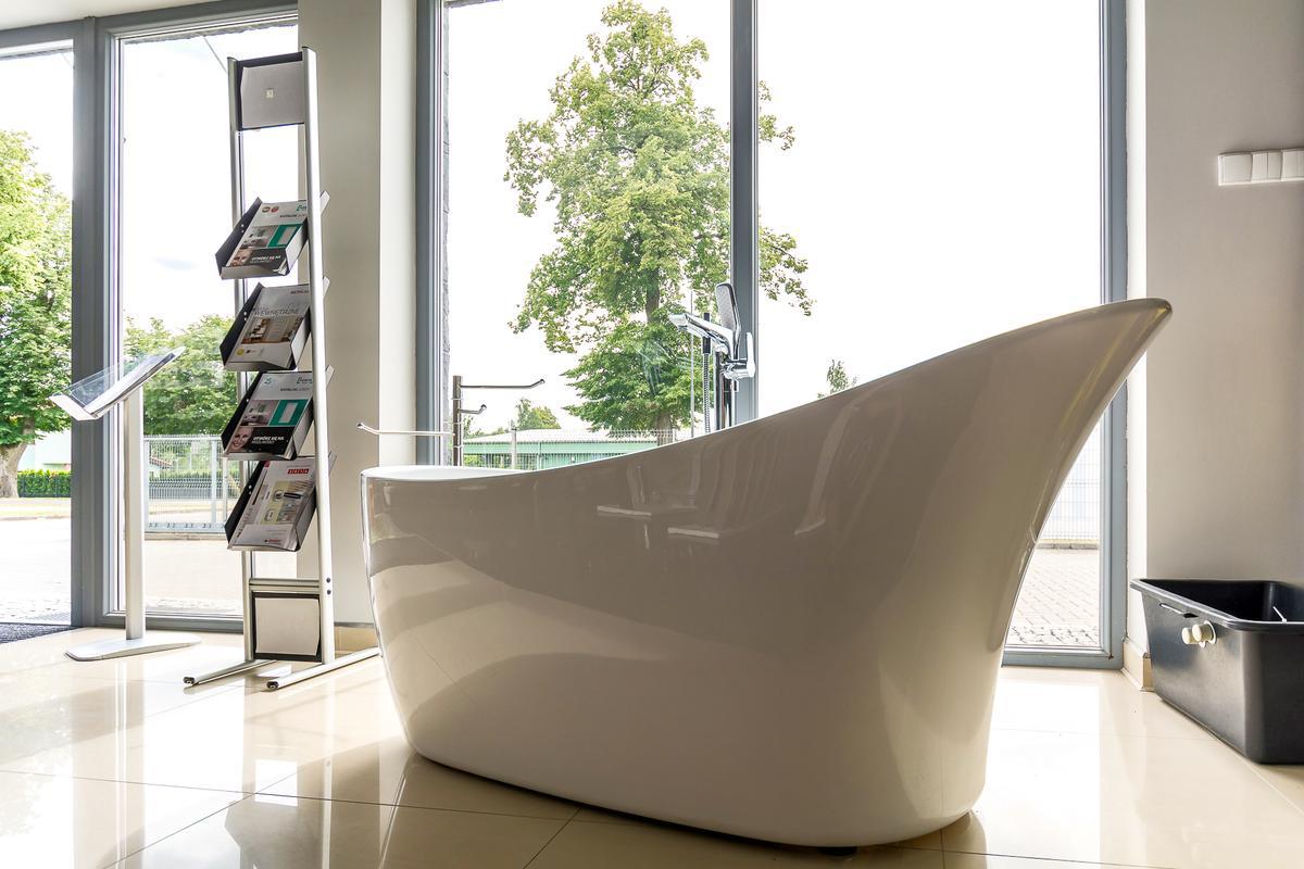 Wanna wolnostojaca Roca - zdjęcie od BLU salon łazienek Giżycko