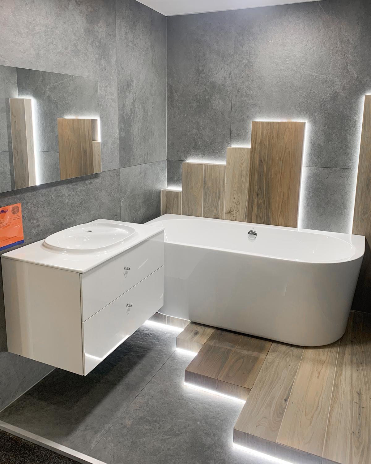 Wanny przyścienne IÖ w BLU Olsztyn - zdjęcie od BLU salon łazienek Olsztyn