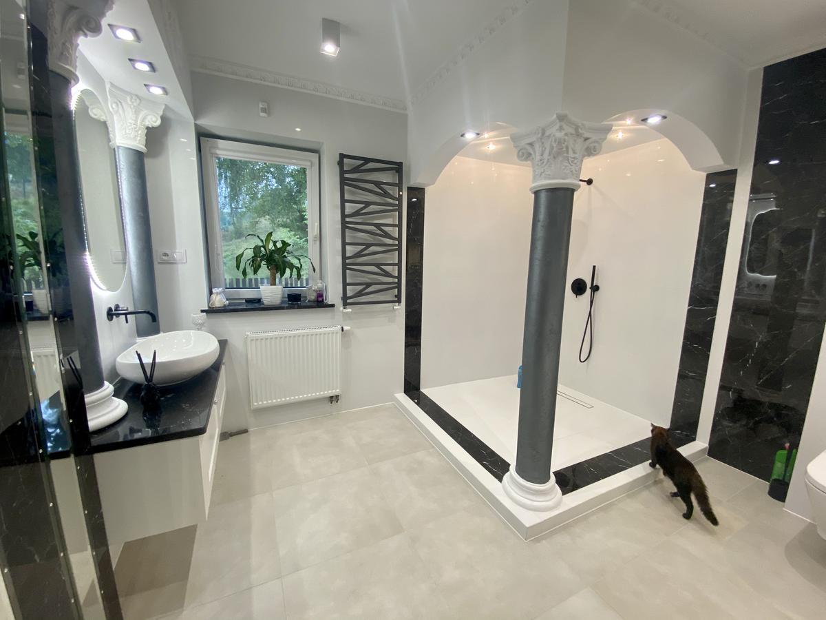 Wytworny prysznic w realizacji łazienki BLU Łomża - zdjęcie od BLU salon łazienek Łomża